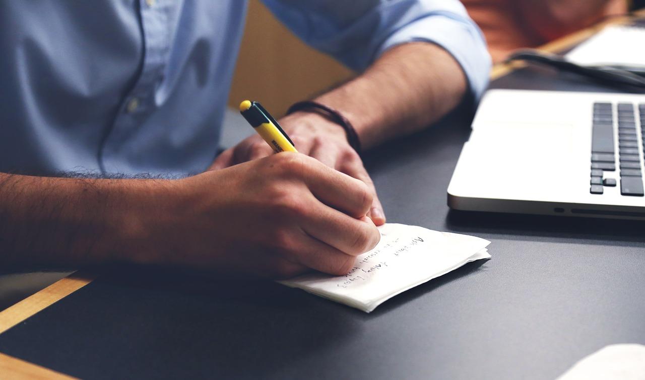 アーティストがブログを書くときのテーマの決め方